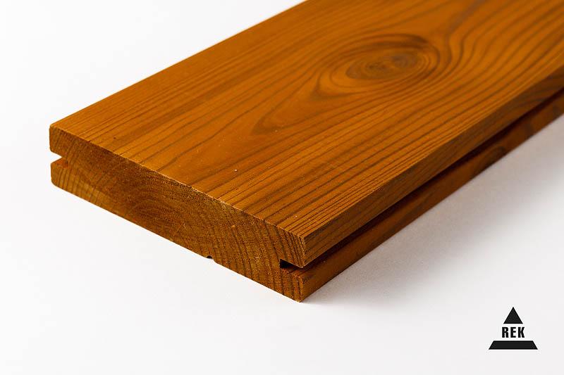 Wir bieten das Grundieren, Beizen, Ölen und Streichen von Brettern mit hochwertigen Farbmaterialien an.